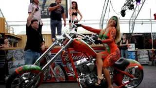 getlinkyoutube.com-Monkey Rock USA Sturgis 2010 body painting