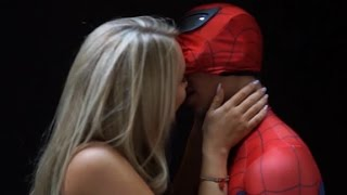 SEXY SPIDER-MAN KISS SCENE