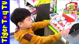 getlinkyoutube.com-엄마카드로 편의점 킨더에그 몽땅털기 HOW TO BUY KINDER EGGS WITH MOMMY'S CREDIT CARD!(ENGLISH SUBTITLE)