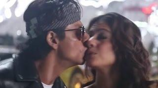 getlinkyoutube.com-Shahrukh Khan And Kajol Accidental Kiss