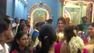 getlinkyoutube.com-Tamil Grils dance at pandamaran tempel