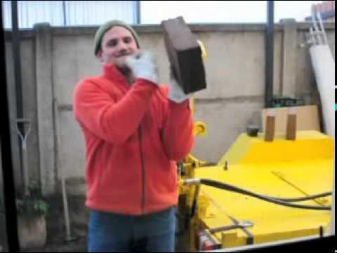 Maquina para hacer ladrillos de adobe (Chile)