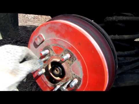 Как снять задний барабан на Toyota Rav4 и поменять ступичный подшипник