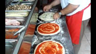 getlinkyoutube.com-Pizza Tradition Sarralbe : Garniture des pizzas