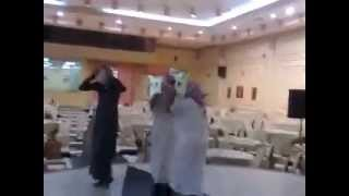 getlinkyoutube.com-رقص شباب في قاعة الحريم هستره