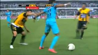 getlinkyoutube.com-Neymar Abusa De Dribles e Apanha De Bolivianos - Santos 2x0 The Strongest