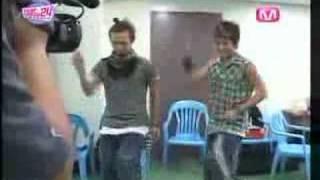 getlinkyoutube.com-Big Bang: GDragon & Seung Ri dancing to WonderGirl's-Tell Me
