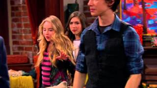 getlinkyoutube.com-Disney Channel España | Riley y el mundo - Riley y la patata delatora