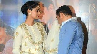 getlinkyoutube.com-Salman Khan WIPES SWEAT With Sonam Kapoor's DUPATTA