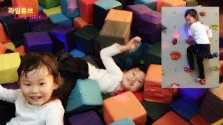 getlinkyoutube.com-라임이의 테마파크 트램폴린 키즈카페 방방 놀이터에서 미끄럼 장난감 타요 LimeTube & Toys