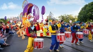 "getlinkyoutube.com-The Complete 2016 ""Mickey's Soundsational Parade"" at Disneyland"
