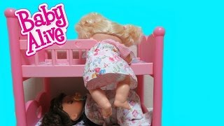 getlinkyoutube.com-BABY ALIVE Real Surprises Doll Sneaks out of bed for a sweet surprise + Learns to Potty Twins
