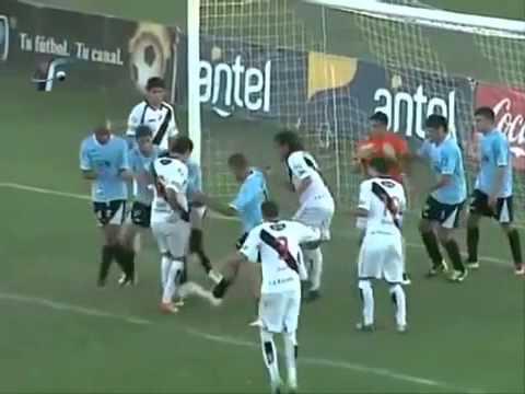 Gol mais feio do mundo é marcado no Campeonato Uruguaio