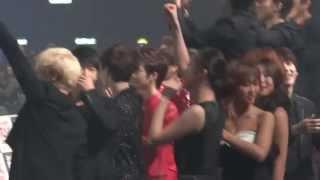 getlinkyoutube.com-Exo Sistar Bora-Lay interaction-moments