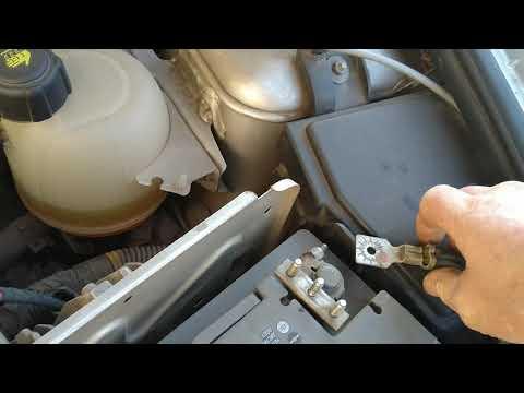 Где у Renault Колеос находится предохранитель спидометра