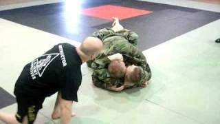 getlinkyoutube.com-Army Combatives (Honer grad fight LVL 1)