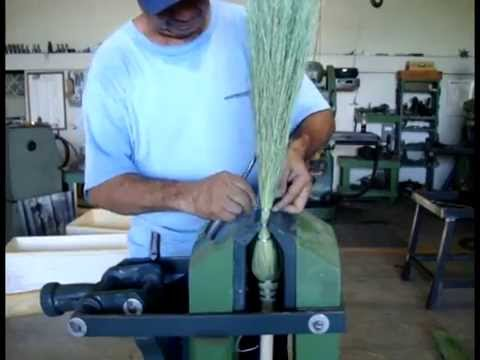 Maquina Forjadora para la elaboracion de escoba y trapeador