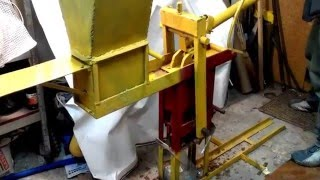 getlinkyoutube.com-Homemade press for sawdust briquettes