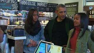 getlinkyoutube.com-Obamas celebrate Small Business Saturday with shopping trip