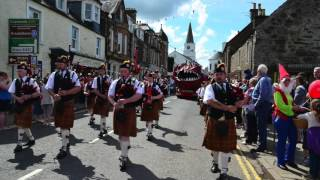 getlinkyoutube.com-The Pipes and Drums of Comrie