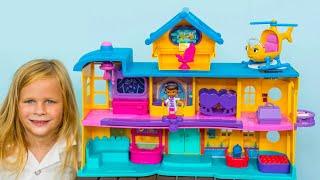 getlinkyoutube.com-ASSISTANT Doc McStuffins Toy Hospital Play Set Disney Doc McStuffns Toy Video Review