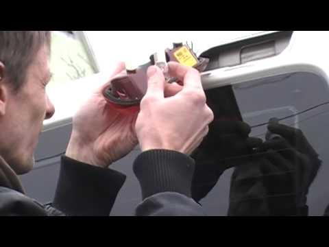 Замена лампочки стоп сигнала Fiat Doblo.