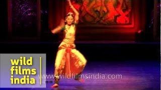 getlinkyoutube.com-Not Indians but foreigners dancing the Indian classical way!
