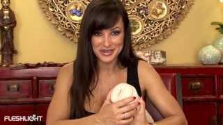 getlinkyoutube.com-Masturbador Vagina Realística Lisa Ann - Fleshlight