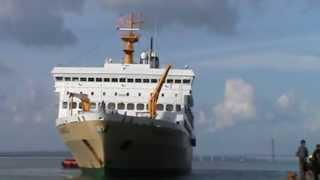 getlinkyoutube.com-Suasana Pelabuhan Tanjung Perak