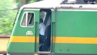 getlinkyoutube.com-Long Zoom Inside CAB OF WAG-9 LOCOMOTIVE: Indian Railways FREIGHT TRAINS