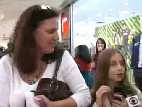 Os sósias de Justin Bieber e Avril Lavigne fazem o MAIOR sucesso no BRASIL