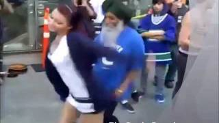 getlinkyoutube.com-Punjabi Tharki BABA dance with Gori (hot Chick) - Baba ve