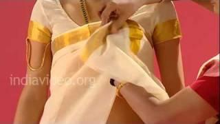 getlinkyoutube.com-How To Wear Settu Mundu - Namboothiri Sari Style