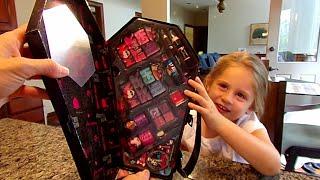 getlinkyoutube.com-Monster High Killer Style! Cosmetic Coffin-Chloe's Toy Time