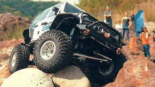 getlinkyoutube.com-Axial SCX10 Jeep Wrangler Rock Crawling_#26