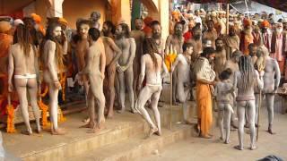 getlinkyoutube.com-Naga Babas Shivaratri 2007 Varanasi