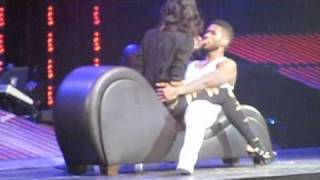 Usher Trades Places and Kisses Fan During OMG Tour Stop in Seattle width=