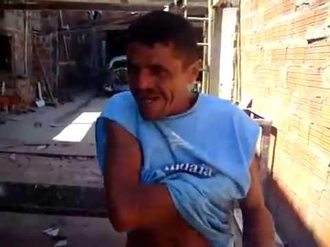 Viejo cantando con pedos de axilas (Mejorado)