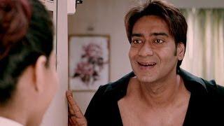 getlinkyoutube.com-Ajay Devgn the biggest flirt | U Me Aur Hum