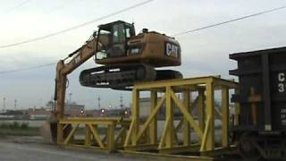 getlinkyoutube.com-Cat 319D LN climbing onto rail car