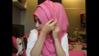 getlinkyoutube.com-Cara Memakai Jilbab Segi Empat Ala Arab Modern