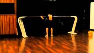 getlinkyoutube.com-f(x) Victoria Flexibility Stretching (UNSEEN Pre Debut)