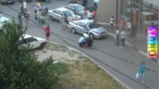 getlinkyoutube.com-Reţinere violentă filmată de la balcon