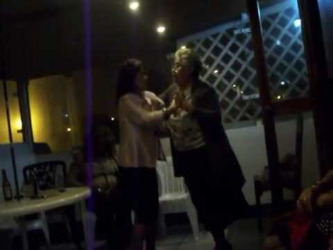 SRA BETTY Y SU HERMANA BAILANDO