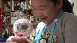 getlinkyoutube.com-요괴워치 세라워치 신제품을 보고 즐겁게 가지고 노는 아이의 모습