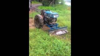 getlinkyoutube.com-ถากหญ้ามันๆรถไถเดินตาม กับชุดดันเฟืองทอง 0990218222