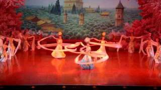 getlinkyoutube.com-Tang Dynasty Dinner Show - White Sleeve Dance
