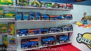 getlinkyoutube.com-Buzz Bee Booth Experience   Toy Fair