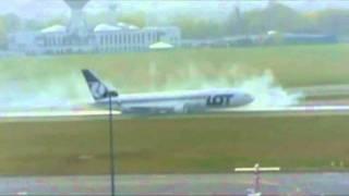 getlinkyoutube.com-Boeing 767 Emergency Landing Warsaw 2011