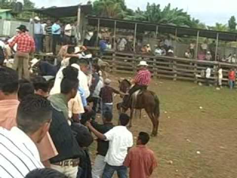 Muelle de los Bueyes (monta de toros en las fiesta~.wmv